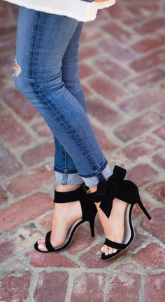 black detachable bow embellishment high heeled pumps