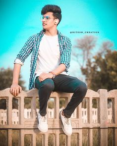 The most important decision you make is to be in a good mood. Best Poses For Men, Good Poses, Best Free Lightroom Presets, Photo Poses For Boy, Studio Background Images, Photography Poses For Men, Fitness Photography, Portrait Photography, Photo Editing