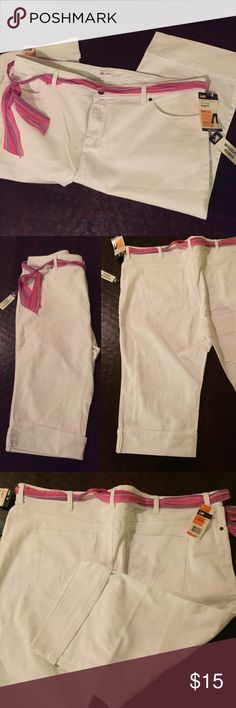 NWT Lee White Capri stretch jeans 24W New condition with scarf belt. Lee Pants Capris