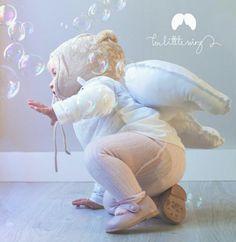 Alitas blancas Toddler Photography, Dinosaur Stuffed Animal, Wings, Children, Photos, Animals, Toss Pillows, Kid Photography, Young Children