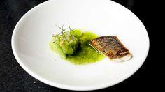 """Bar og tilbakelent restaurant med deleretter i ujålete lokale. Oslobys anmelder kaller det """"easy going gourmet"""". Svært gunstig prisnivå. — Les mer i Restaurantguiden fra Osloby."""