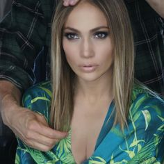 - We're used to seeing J.Lo rock voluminous, golden waves whenever she steps out. Her new cut was also chopped to show off flawlessly straight strands.