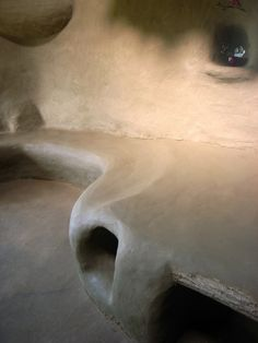 """Cob House Built For Less Than $3,000 : TreeHugger - """"The cob bed and bench took nearly 20 more batches of cob, almost 1/10 of the material it took to build the house itself!"""""""