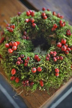 Jolly Holiday Candle Centerpiece - DIY - Berries in a foggy mossy forest - Add… Christmas Holidays, Christmas Wreaths, Christmas Decorations, Holiday Decor, Christmas Crafts, Moss Wreath, Diy Wreath, Corona Floral, Wreaths And Garlands