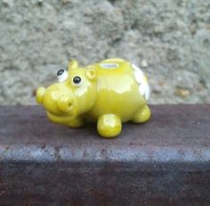 Glass bead hippo - you know I shall be trying to make this sweetie!