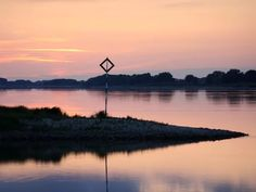 Erlebnis Elbe | Die Elbe - die pulsierende Lebensader einer ganzen Region Celestial, Sunset, Outdoor, Recovery, River, Hamburg, Landscape, Vacations, Sunsets