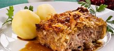 Kaalilaatikko, healthy finnish food made from kale, rice and minced meat Slow Cooker Beef, Slow Cooker Recipes, Beef Recipes, Healthy Recipes, Healthy Food, Cabbage Casserole, Scandinavian Food, Swedish Recipes, Swedish Foods