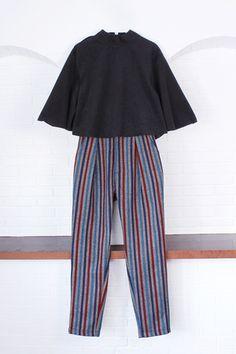 สตรีทแฟชั่น เสื้อคร็อป ผ้าสักกะหลาด สีดำ : Street Fashion Outfits & Authentic Vintage [เสื้อผ้าสตรีทแฟชั่่น เดรสวินเทจพรีเมี่ยม]