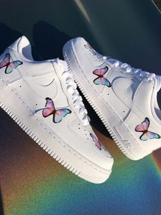 Butterfly Forces pink/ purple by TA Customs ® Air Force One Shoes, Nike Shoes Air Force, Air Force 1, Cute Sneakers, Girls Sneakers, Sneakers Fashion, Teen Girl Shoes, Girls Nike Shoes, Cute Shoes For Teens