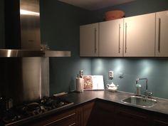Keuken gepimt met petrol blue. Resultaat mag er zijn!