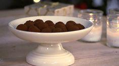 Pepperkake- og øltrøfler Serving Bowls, Decorative Bowls, Snacks, Tableware, Food, Dinnerware, Dishes, Meals, Treats