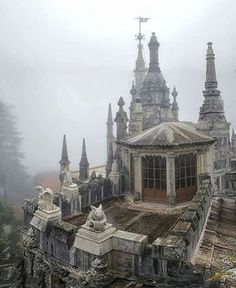 Stunning pictures of an abandoned building.