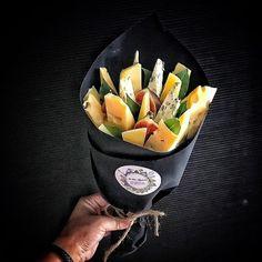 Сыры Food Bouquet, Candy Bouquet, Vegetable Bouquet, Edible Bouquets, Wine Cellar Design, Fruit Skewers, Mini Appetizers, Diy Gift Baskets, Edible Arrangements