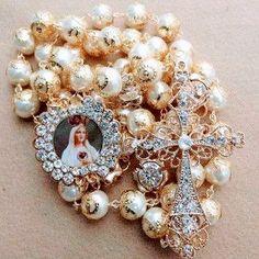 Rosaries, Brooch, Jewelry, Fashion, Moda, Jewlery, Jewerly, Fashion Styles, Brooches