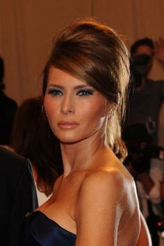Melania Trump Retro Updo - Melania Trump's sky-high updo was classic and dramatic at the 2010 Met Gala in NYC. Trump Melania, Melania Knauss Trump, First Lady Melania Trump, Malania Trump, Trump Photo, Retro Updo, Donald And Melania, How To Pose, American Women