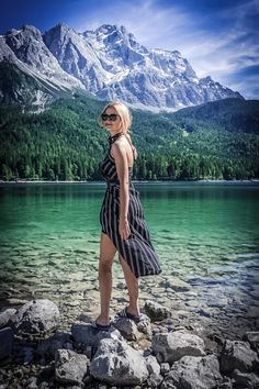 stripe summer dress classic beach style fashion wear basic outfit blonde bloger girl vogue