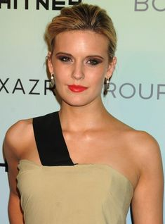 Maggie Grace In Grace was cast as Shannon Rutherford in the television series Lost, on which she was a main cast member for the first two seasons, winning a Screen Actors Guild Award shared with the ensemble cast. The Taken, Maggie Grace, Natural Testosterone, Ensemble Cast, Teen Choice Awards, Eva Longoria, Blake Lively, Nicki Minaj, Hollywood Actresses
