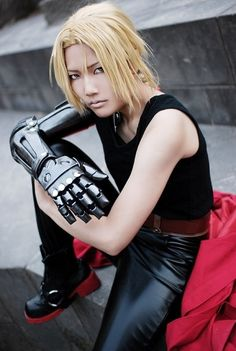Edward Elric - Fullmetal Alchemist - COSPLAY IS BAEEE! Tap the pin now to grab yourself some BAE Cosplay leggings and shirts! From super hero fitness leggings, super hero fitness shirts, and so much more that wil make you say YASSS! Anime Cosplay, Epic Cosplay, Amazing Cosplay, Cosplay Diy, Full Metal Alchemist, Fullmetal Alchemist Cosplay, Fullmetal Alchemist Edward, Fullmetal Alchemist Brotherhood, Edward Elric Cosplay