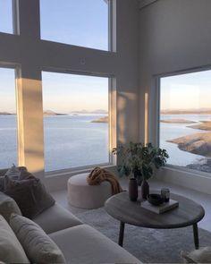 Interior Design Minimalist, Room Interior Design, Modern Home Interior, Luxury Yacht Interior, Minimal House Design, Interior Livingroom, Interior Plants, Design Room, Interior Door