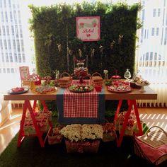 Mesa do bolo. Festa Infantil. Picnic da Bebel