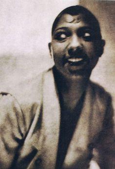 Josephine Baker, photo by Baron Adolf de Meyer, 1925