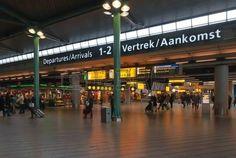 Salida y sala de llegadas en el aeropuerto holandés de Schiphol. Foto.