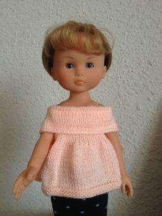 Le top est un modèle de Fil de Loire (fiche n*4) Quant à la jupe, c'est une jolie chaussette à pois recyclée... Et voilà ! ... Knitting Dolls Clothes, Doll Clothes Patterns, Clothing Patterns, Knitting Patterns Free, Baby Knitting, Free Pattern, Knitted Hats, Crochet Hats, Bitty Baby