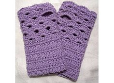 Fan-edged Wrist Warmers crochet pattern