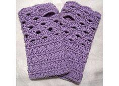 Fan-edged Wrist Warmers crochet pattern