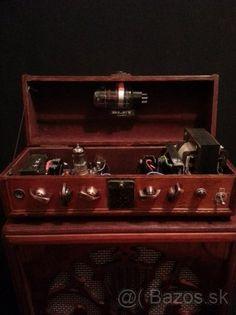 """Vintage zvuk a vzhľad by Bley celolampa.Inzerát nechám do konca mesiaca, ak by niekto chcel takéto niečo postaviť,nech sa ozve....Vintage hlava 20W/4Ohm ( topologia Gibson,Epiphone zosikov 60s roky minulého storočia)v preampe 12AX7 , v konci 6L6GC, singel ended. Box 12"""" 50W/4 Ohm Bugera . Bez toho loga na fotke,je tam iba položené,... 500€"""