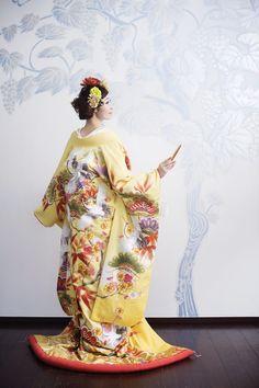 Sunny Yellow Uchikake with Cranes and Leaves Print Japanese Geisha, Japanese Fashion, Japanese Girl, Asian Fashion, Yukata Kimono, Kimono Japan, Kimono Dress, Japanese Wedding Kimono, Japanese Kimono
