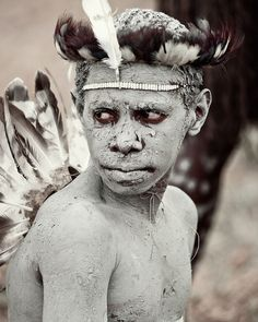 History: One of the tribes inhabiting the Baliem Valley region, in the midst of the Jayawijaya mountain range of Papua Indonesia, is the Yali 'Lords of the ...