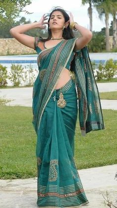 Beauty Full Girl, Cute Beauty, Beauty Women, Beautiful Girl In India, Beautiful Saree, Indian Girls Images, Saree Photoshoot, Saree Models, Curvy Dress