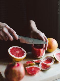 IKEA 365+ kockkniv är gjord i rostfritt stål och därför mycket slitstark. Det räfflade handtaget ger dessutom ett fast, säkert grepp och gör att kniven inte glider i handen.