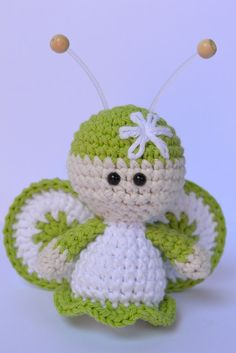 Es un Mundo Amigurumi... mariposa verde Crochet Fairy, Crochet Butterfly, Love Crochet, Crochet Dolls, Knit Crochet, Crochet Crafts, Yarn Crafts, Crochet Projects, Amigurumi Patterns