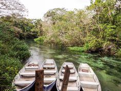 Na Barra do Sucuri você sobe o rio de canoa e desce flutuando... Um passeio que eu recomendo demais!