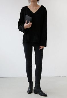 Pull noir, pantalon noir, Chelsea boots.Tout simple mais indispensable !