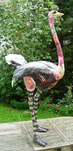 Sculpture d'Autruche en papier maché de Nicole Jacobs & Aude Goalec.  Also not-a-chicken.  These artists work life-size.