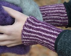 Ravelry: Cuffs in Tunisian crochet pattern by Ann Linderhjelm Crochet Gloves, Wrist Warmers, Tunisian Crochet, Fingerless Gloves, Ravelry, Diy And Crafts, Crochet Patterns, Garner, Blogg