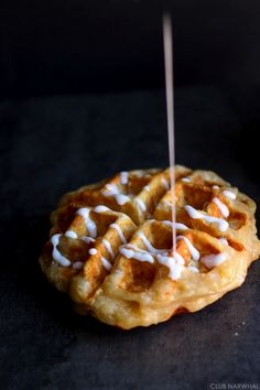 These Apple Pie Waffles are a fun spin on a Thanksgiving classic. Vegetarian Appetizers, Yummy Appetizers, Appetizer Recipes, Dessert Recipes, Cranberry Cookies, Breakfast Dishes, Breakfast Ideas, Christmas Desserts, Apple Pie