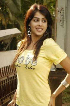 Hot and sexy Bollywood south movies tempting Indian famous tv show host and anchor model actress unseen Jenelia dsouza cute beautiful phot. Indian Actress Photos, South Indian Actress, Beautiful Indian Actress, Beautiful Actresses, Indian Actresses, Tamil Actress, Bollywood Actress, Genelia D'souza, Cute Beauty