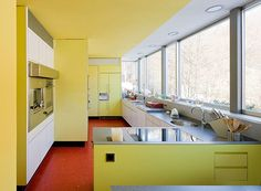 Richard Neutra's Sublime Ebelin Bucerius House - Mid Century Home Richard Neutra, Mid Century Decor, Mid Century House, Yellow Bathrooms, Design Studio, House Design, Mid Century Modern Design, Modern Architecture, Chinese Architecture