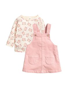 Set with a cotton jersey top and cotton velvet dungaree skirt. Long-sleeved printed top with a concealed press-stud on one shoulder. Dungaree skirt with adj Little Girl Fashion, Toddler Fashion, Fashion Kids, Baby Outfits, Kids Outfits, Baby Clothes Patterns, Baby Kids Clothes, Cute Baby Girl, Little Girl Dresses