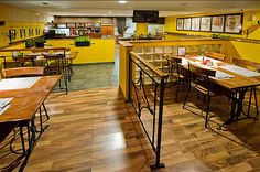 Dizajn pizzerie a talianske tradície umocňuje dekorovanie stien v Italy štýle. Farby interiéru boli vedome navrhnuté tak, aby umocňovali apetít. hostí.