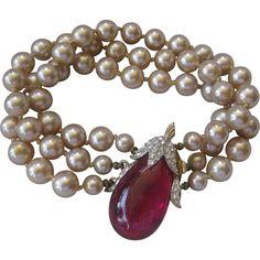 MARVELLA Vintage Glass Pearls, Molded Glass & Rhinestones Bracelet