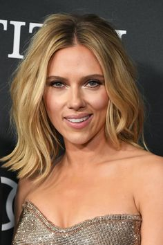 You'll Never Guess Scarlett Johansson's Natural Hair Color Natural hair models – Hair Models-Hair Styles Sassy Haircuts, Short Bob Hairstyles, Scarlett Johansson Hairstyle, Thelma Et Louise, Natural Hair Styles, Short Hair Styles, Very Short Hair, Platinum Blonde Hair, Trending Hairstyles