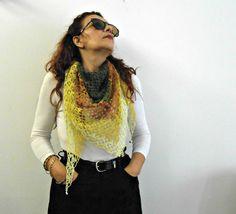 scialle a triangolo a uncinetto, scialle di lino arcobaleno, sciarpa bandana a crochet con perline, sciarpa baktus by cosediisa on Etsy #cosediisa #crochet #triangleshawl #bandanascarf #kerchiefshawl