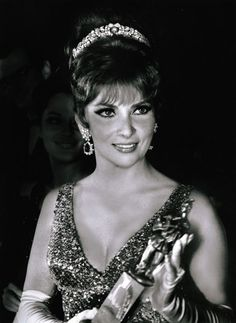 Gina Lollobrigida in the Bulgari-loving 'Dolce Vita' years. An avid collector of Bulgari, her jewels were auctioned by Sotheby's Geneva on 14 May with proceeds going to stem-cell research. She is wearing a Bulgari necklace/bracelet as a tiara. Gina Lollobrigida, Bulgari Jewelry, Bracelet Set, Bvlgari Necklace, Royal Jewelry, Jewellery, Fine Jewelry, Robert Mapplethorpe, Tiaras