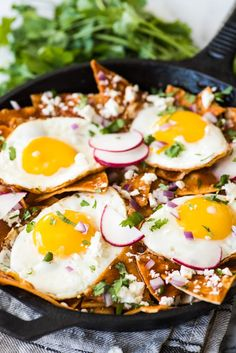 This Easy Red Chilaquiles recipe features baked corn tortillas, a red chile sauce and sunny side up eggs. Ready in 25 minutes! Easy Red Chilaquiles Recipe, Chilaquiles Recipe Tortilla Chips, Mexican Breakfast Recipes, Mexican Food Recipes, Ethnic Recipes, Vegetarian Recipes, Sin Gluten, Gluten Free, Food Cakes