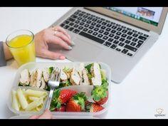 Jeśli wciąż nie wiesz, co zabierać zamiast kanapki do pracy, KONIECZNIE zobacz ten wpis. Znajdziesz tutaj gotowy jadłospis na cały tydzień!!! Plastic Cutting Board, Smoothie, Lunch Box, Make It Yourself, Recipes, Tv, Youtube, Rezepte, Food Recipes